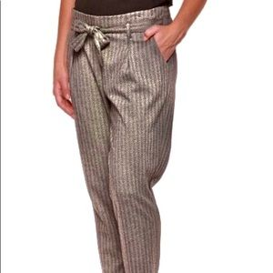 bebe Ankle-length pants with belt
